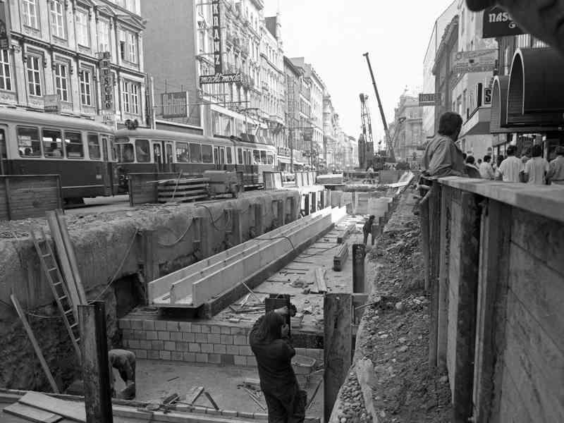 1988 war die Mariahilfer Straße durch den Bau der U3 eine riesige Baustelle.