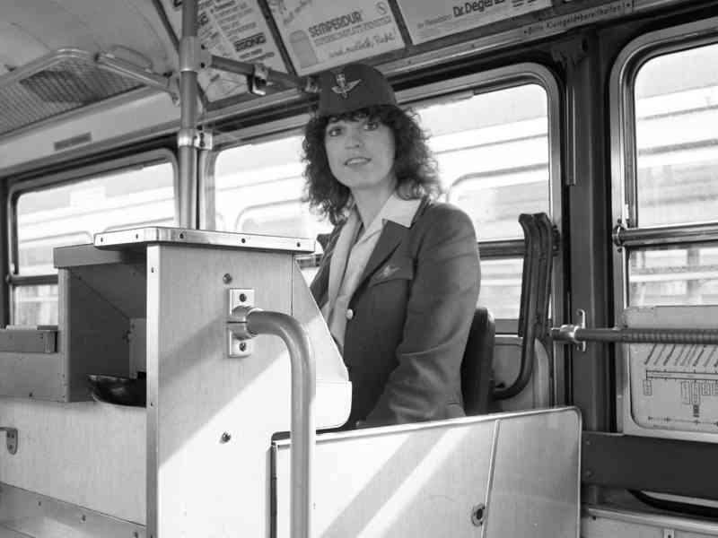 Auch Schaffnerinnen sorgten in den 1980ern in Straßenbahnen für Recht und Ordnung