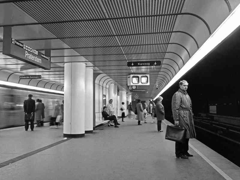 Durch den Einsturz der Reichsbrücke 1976 löste die Station Kagran den Praterstern als Endstation der U1 ab.