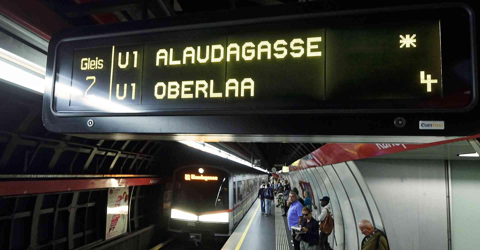 Zielanzeige der U1 nach Oberlaa.