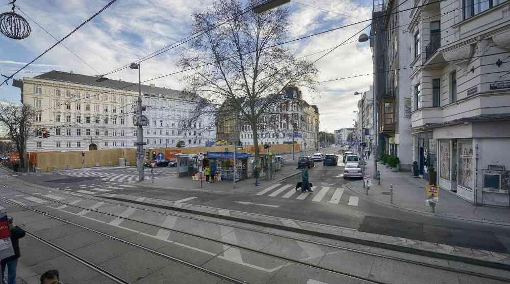 An der Kreuzung Landesgerichtstraße/Josefstädter Straße entsteht ein neuer U-Bahn-Zugang, über den man künftig direkt zur U-Bahn gelangt. Umsteigen zur Straßenbahn-Linie 2 wird hier auf kurzem Weg möglich sein.