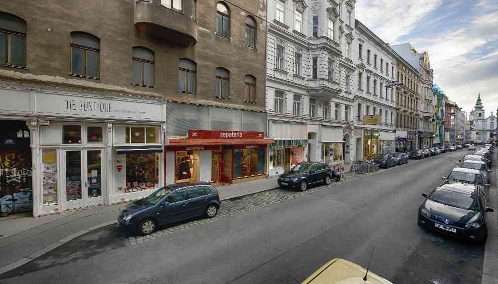 Wo heute noch Autos parken wird ein U-Bahn-Aufgang entstehen. Von hier aus ist es nicht weit zur 49er-Station am Siebensternplatz.