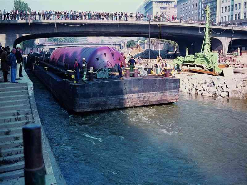 1976 Nach Reichsbrueckeneinsturz ging es ueber den Wasserweg zur U1-Baustelle