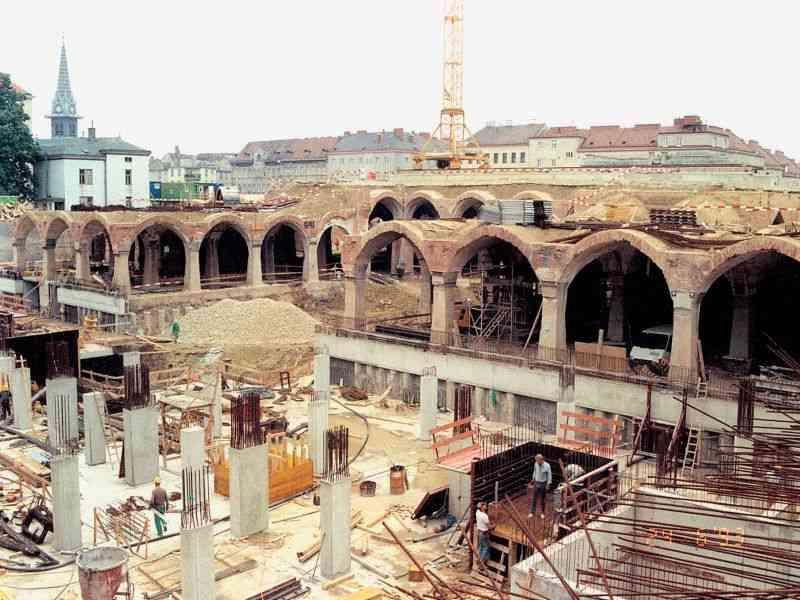 1993 Aus dem ehemaligen Wasserspeicher wurde der Meiselmarkt.