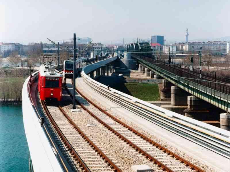 1996 Wettrennen zwischen Zugsgenerationen anlässlich der U6-Fertigstellung.