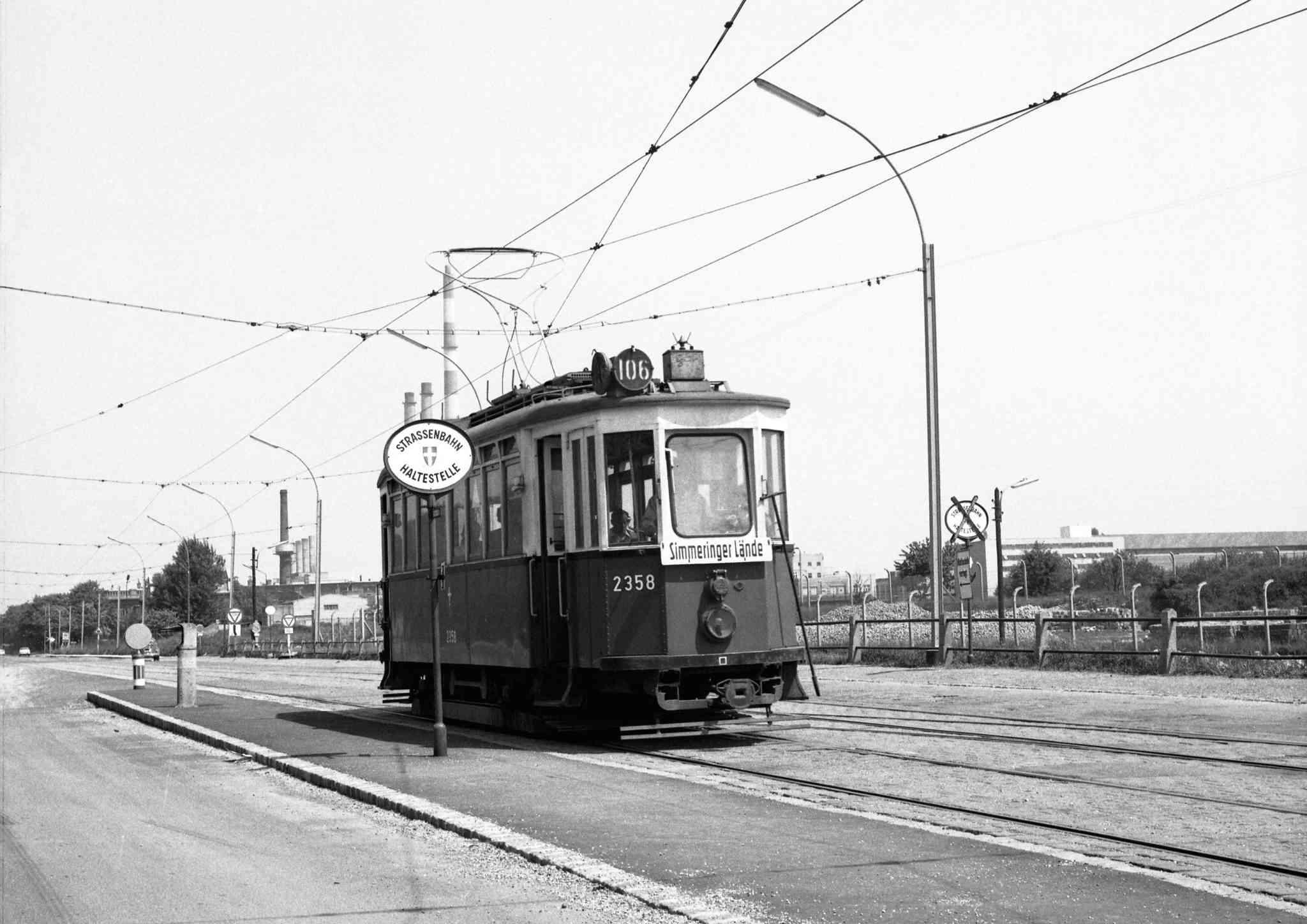Ein historischer Triebwagen der Linie 106 vor Umstellung auf Autobusbetrieb.
