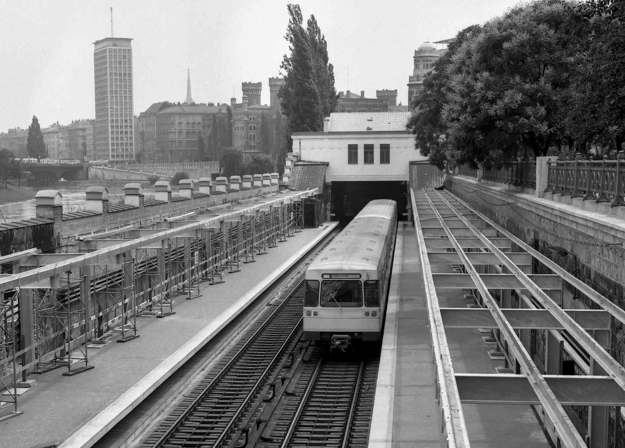 Die U-Bahn: von den 70er Jahren bis heute ein unabdinglicher Bestandteil Wiens.