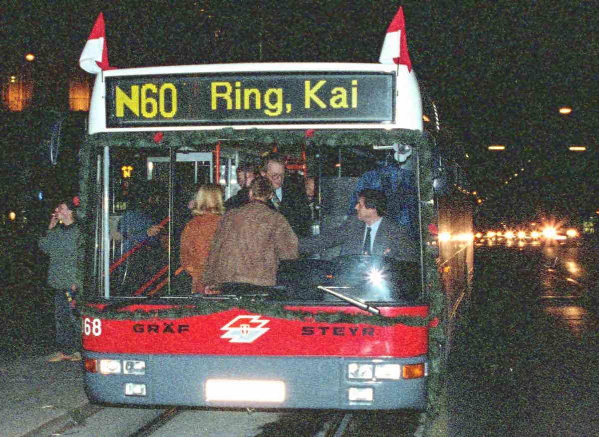 Ab dem Jahr 1995 konnten auch Nachtschwärmer mit den Öffis, hier mit der Linie N60, nach Hause fahren.
