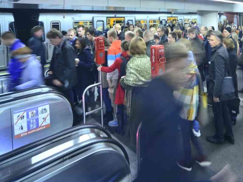 Lauf-Fans setzen am Tag des Marathons vor allem auf die U-Bahn.