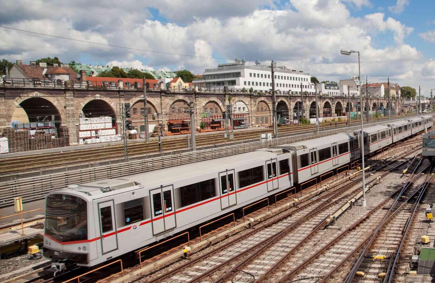 Die U-Bahnlinie U4 verkehrt auch heute noch von Spittelau bis Heiligenstadt entlang der ehemaligen Stadtbahnstrecke.