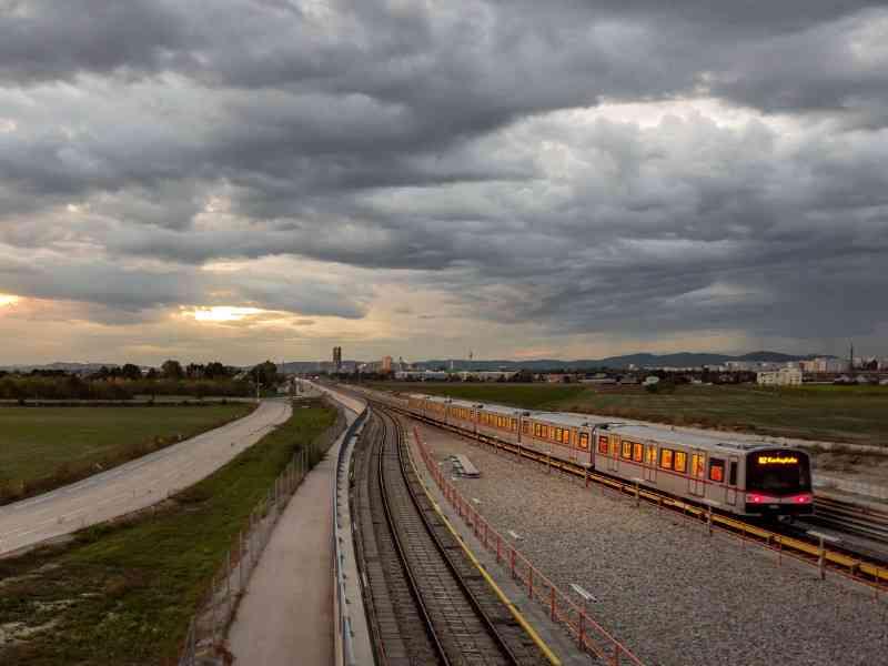 Die öffentlichen Verkehrsmittel der Wiener Linien nutzen den Platz Wiens in möglichst platzsparender Weise.