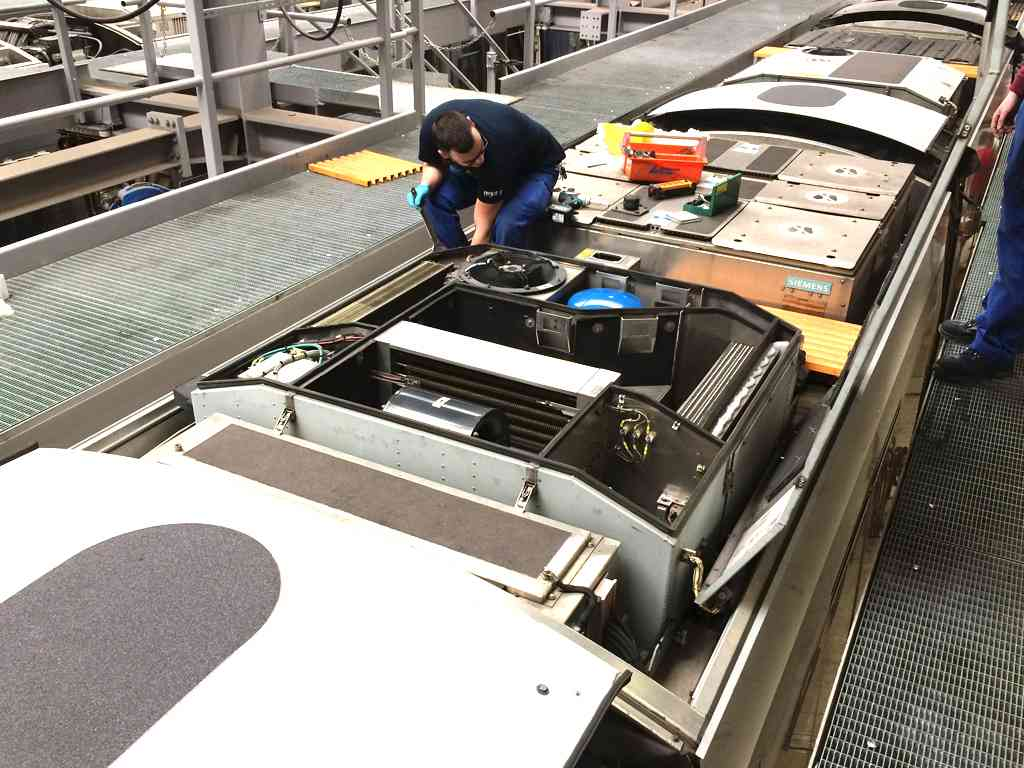 Auf dem Dach eines ULF sind viele Komponenten verbaut. Für zusätzliche oder größere Geräte ist da kein Platz.
