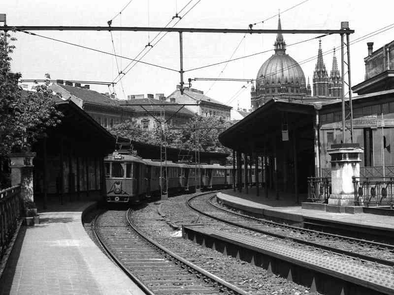 Die Stadtbahn an der Station Gumpendorfer Straße.