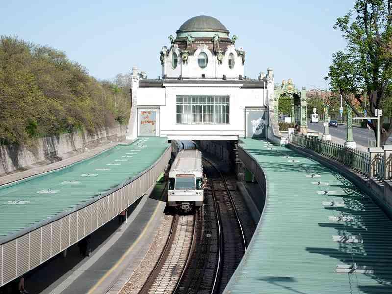 Die U4 an der Station Hietzing.