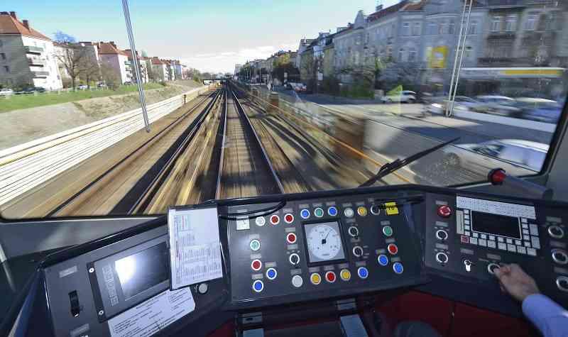 Zwischen den Stationen fährt die U-Bahn automatisch.