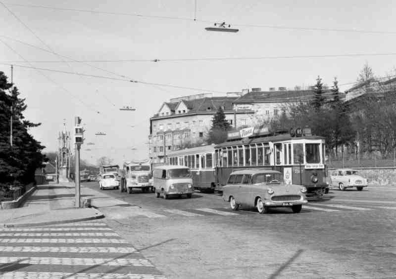 """Eine """"Halbstarke"""" 1963 in der Triesterstraße."""
