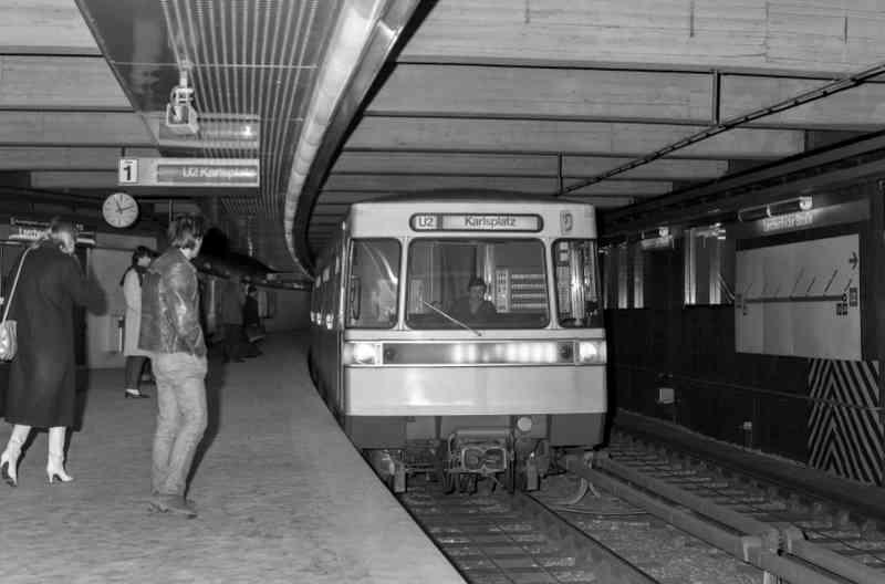 Die U2 fährt bis 2008 auch als Kurzzug in die Station Lerchenfelderstraße ein.