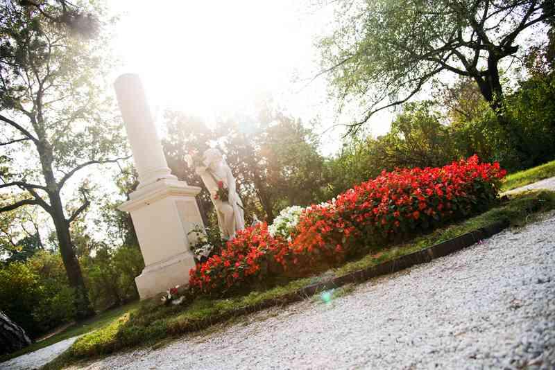 Die meistbesuchte Stelle des Friedhofs St. Marx ist das Mozartgrab.
