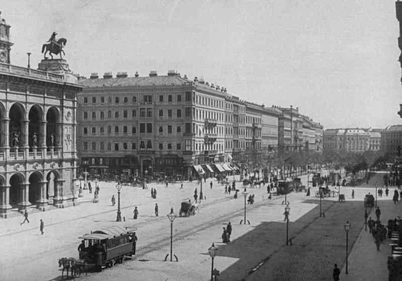 Um 1890 waren vor der Oper am Ring noch Pferdetramways unterwegs.