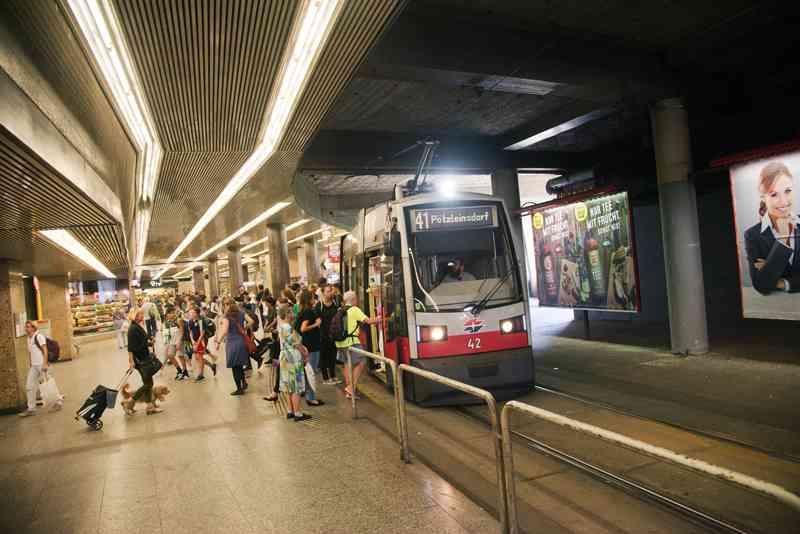 Von der U2 sind die Fahrgäste in nur wenigen Schritten in der Linie 41.
