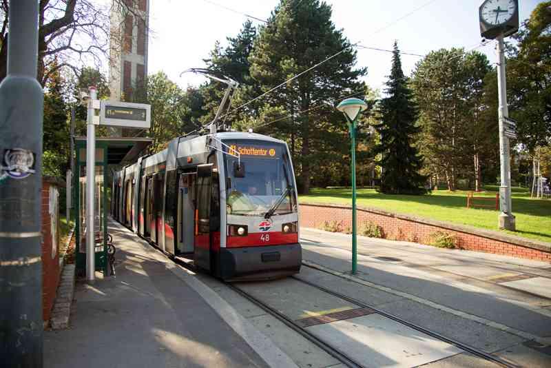 Die Linie 41 bleibt direkt vor dem Pötzleinsdorfer Schlosspark stehen.