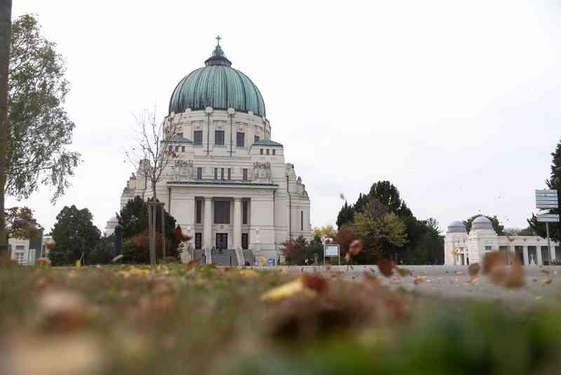 Die Friedhofskirche Zum Heiligen Karl Borromäus auf dem Zentralfriedhof Wien.