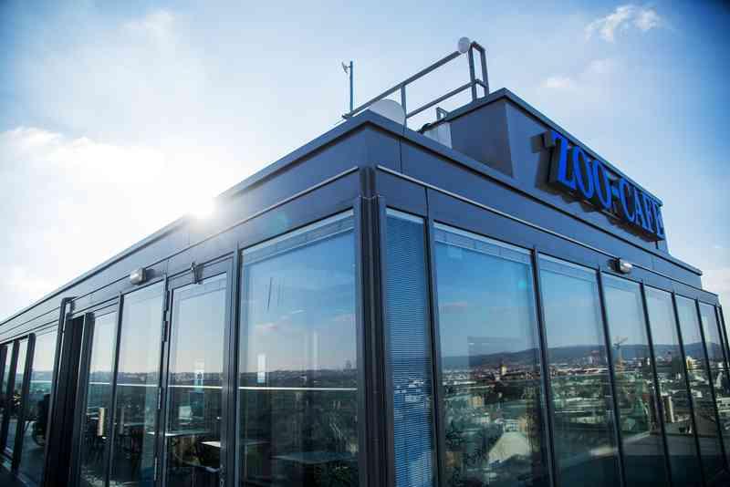 """Ganz oben auf dem Flakturm befindet sich das Café """"ocean'sky""""."""