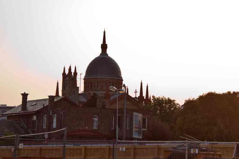 Hier ist die Christuskirche von der U2xU5 Baustelle aus zu sehen.