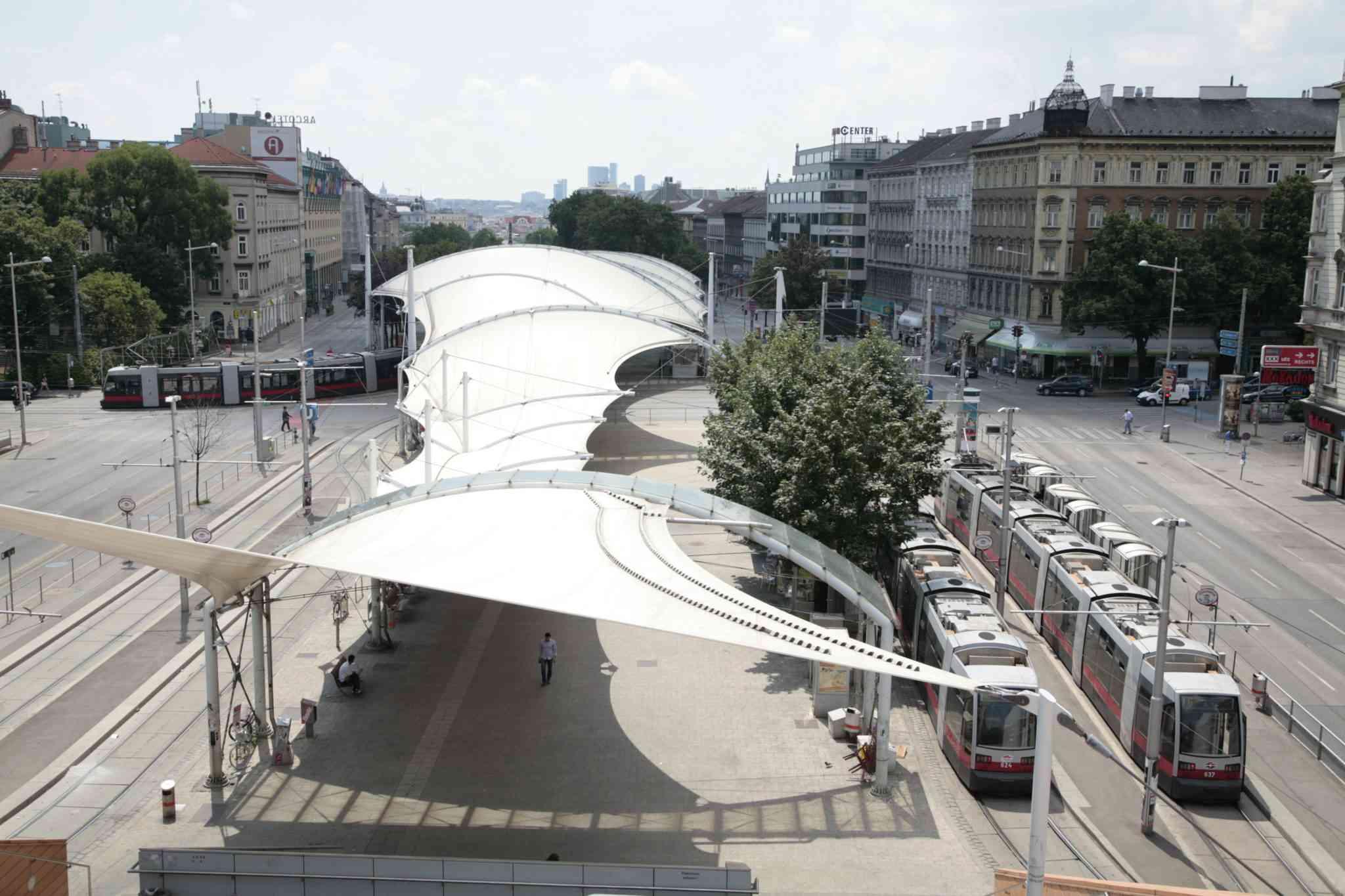 Von Station zu Station fahren die Linien 6 und 18 nur 88 Meter.