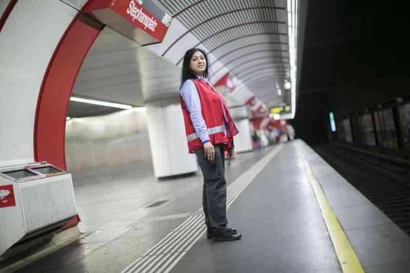 Die Service-MitarbeiterInnen sind im gesamten U-Bahn-Bereich unterwegs.
