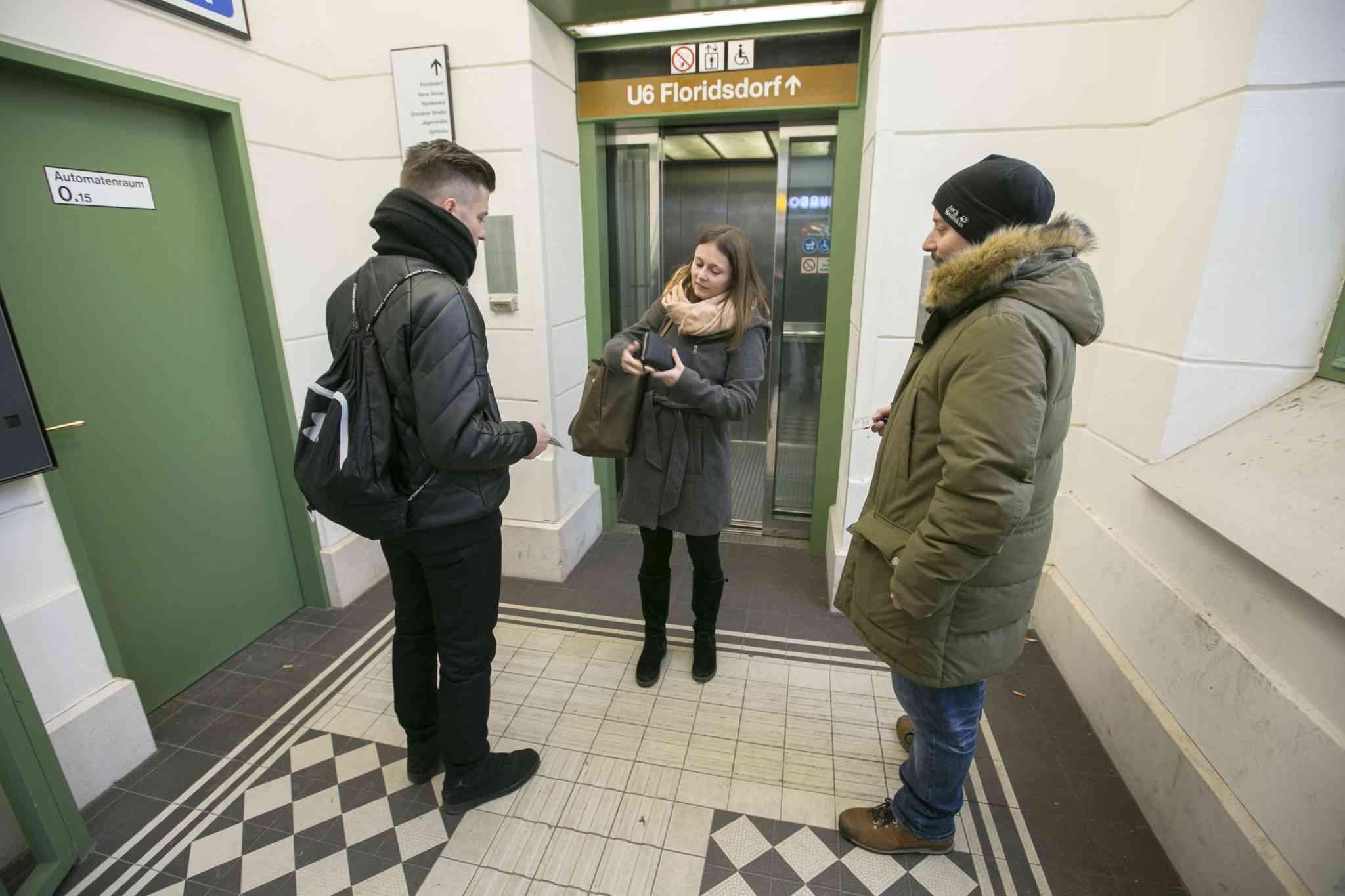 Ticketkontrolle beim Liftausgang