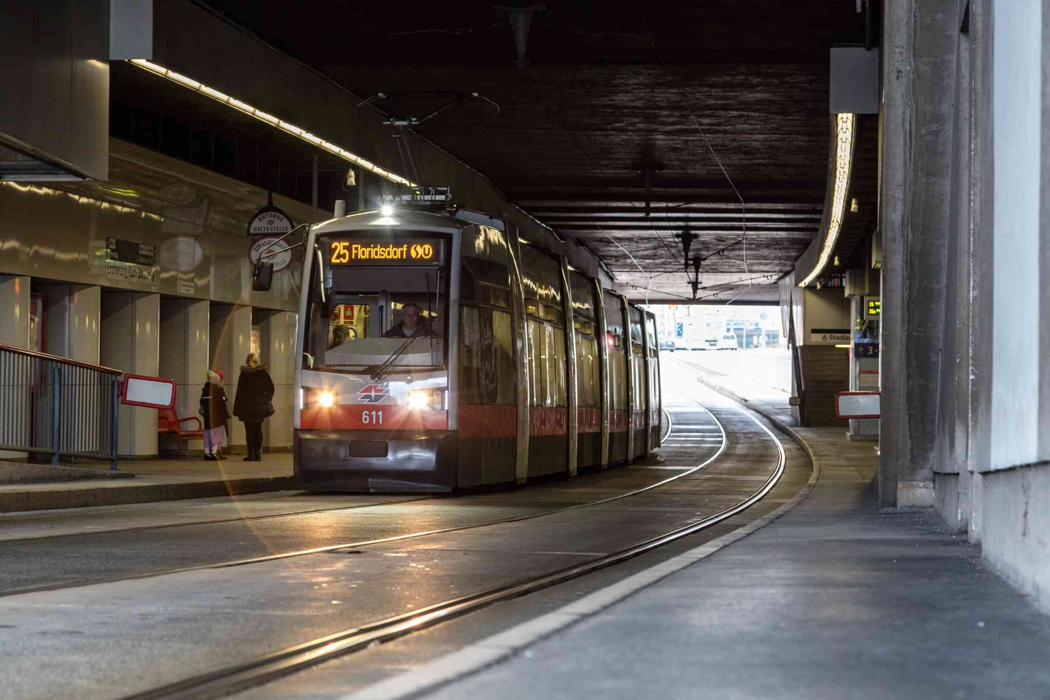 In der Erzherzog-Karl-Straße befindet sich die am tiefsten gelegene Straßenbahnstation.