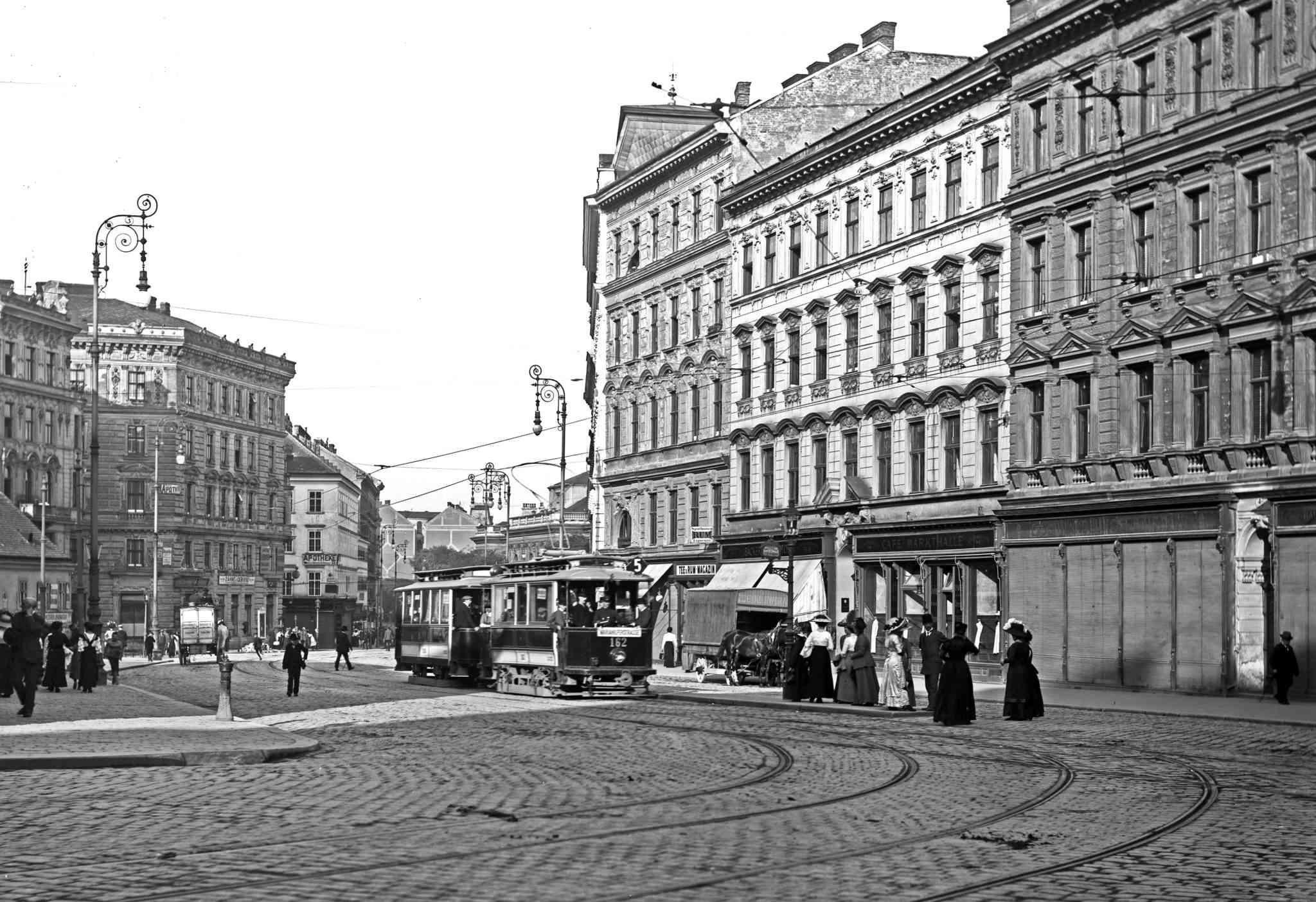 Die Linie 5 auf der Alserbachstraße um 1912.
