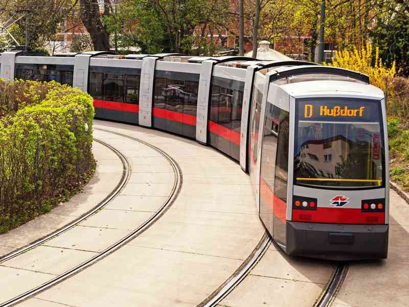 Die Linie D bei ihrer Endstation in Nußdorf.