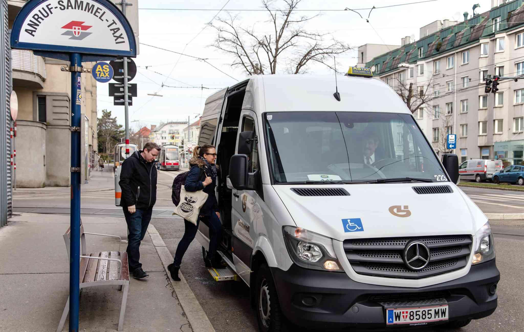 Das ASTAX (Anruf-Sammel-Taxi) kommt bereits ab einer Person.