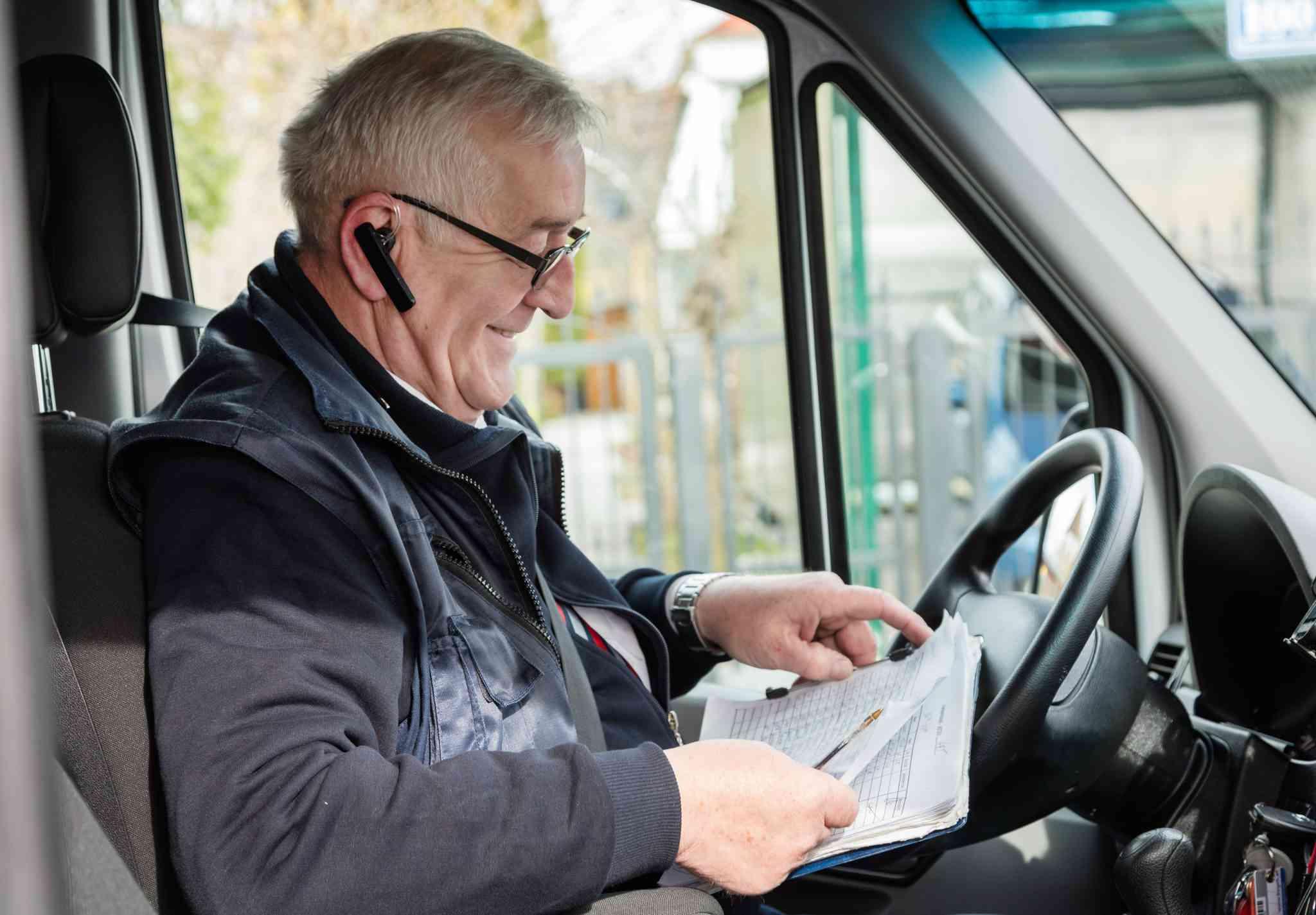 Das ASTAX wird telefonisch bestellt, während der Betriebszeit wird man direkt mit dem FahrerIn verbunden.