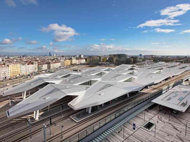 Der Wiener Hauptbahnhof wurde an der Stelle des alten Südbahnhofs gebaut und im Dezember 2015 neu eröffnet.