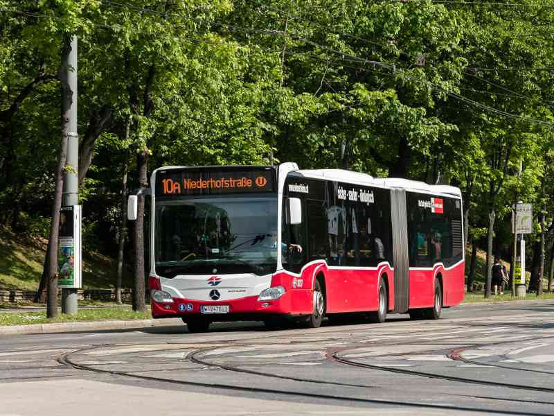Wiener Linien Öffi-Netz: Der Autobus 10A durchquert 8 Bezirke.