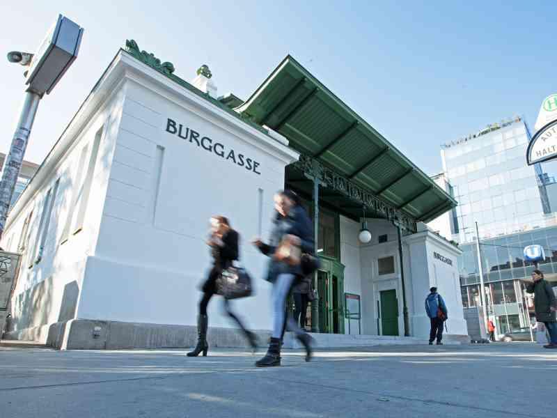 U6 Burggasse: Die Stationen der U6 liegen auf Terrain der Innenbezirke.