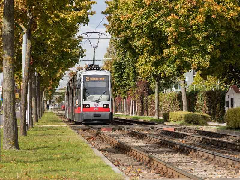 Fakt: In der Donaustadt sind am meisten Öffis unterwegs, hier die Linie 25.