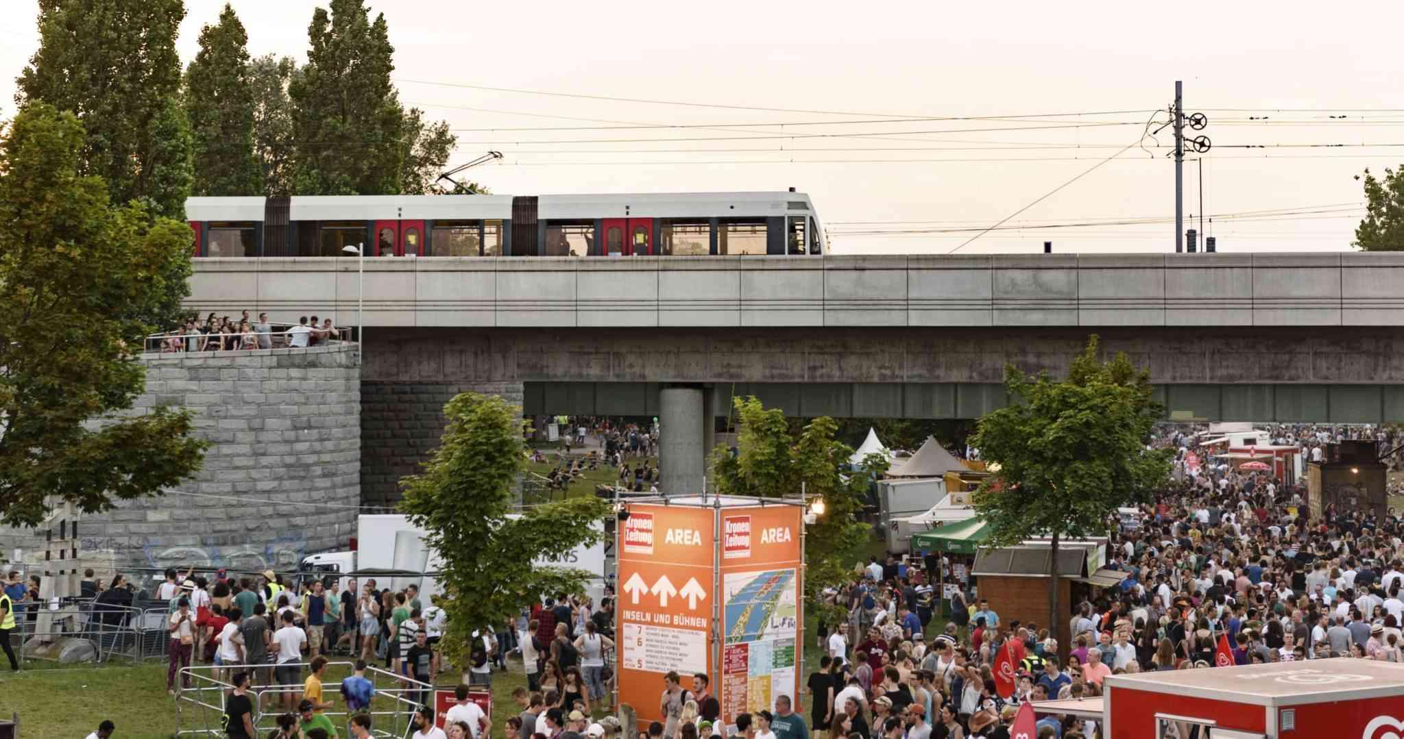 Die U6 fährt während des Donauinselfests im Dreiminutentakt auf die Insel.