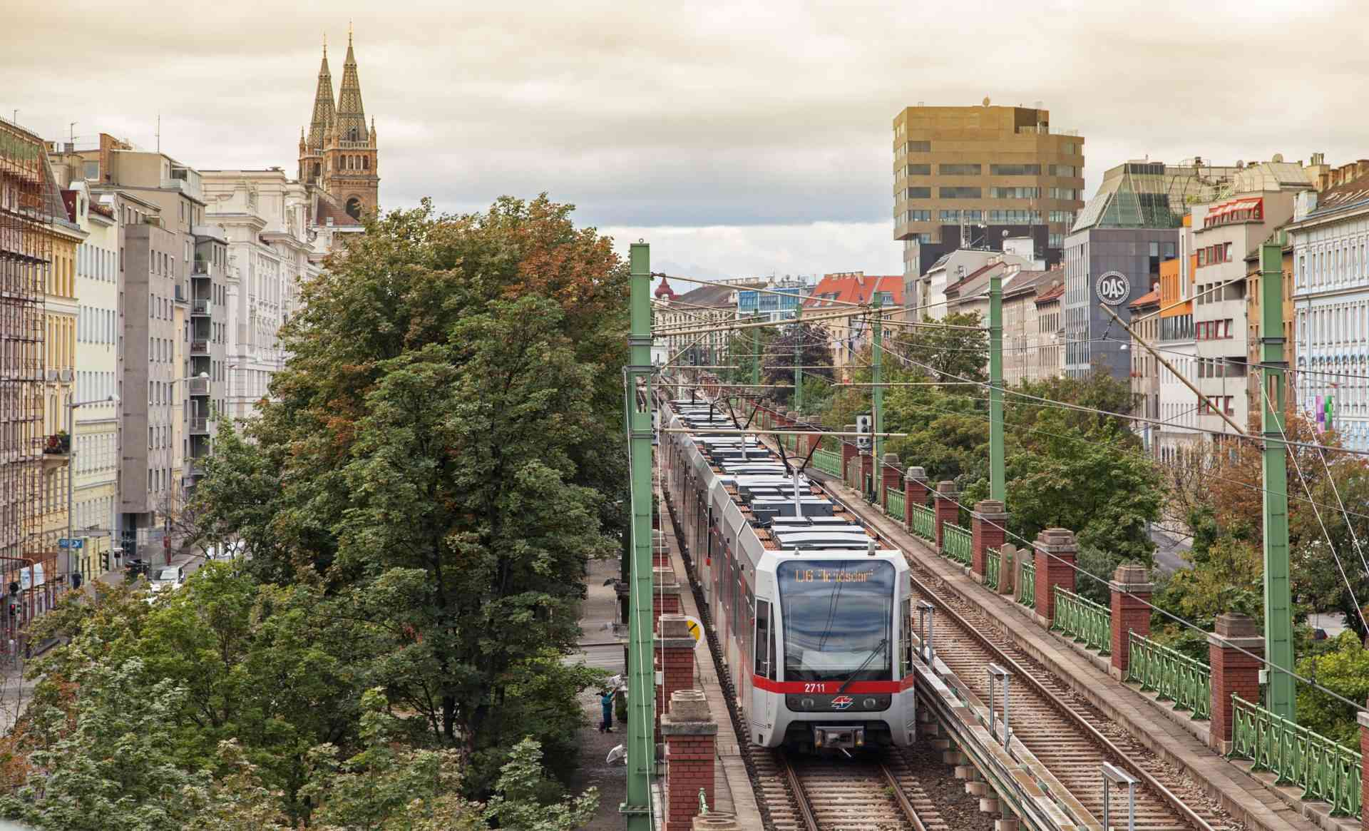 Bei einer Fahrt auf der Strecke der ehemaligen Stadtbahn lohnt es sich definitiv, einen Fensterplatz zu wählen.