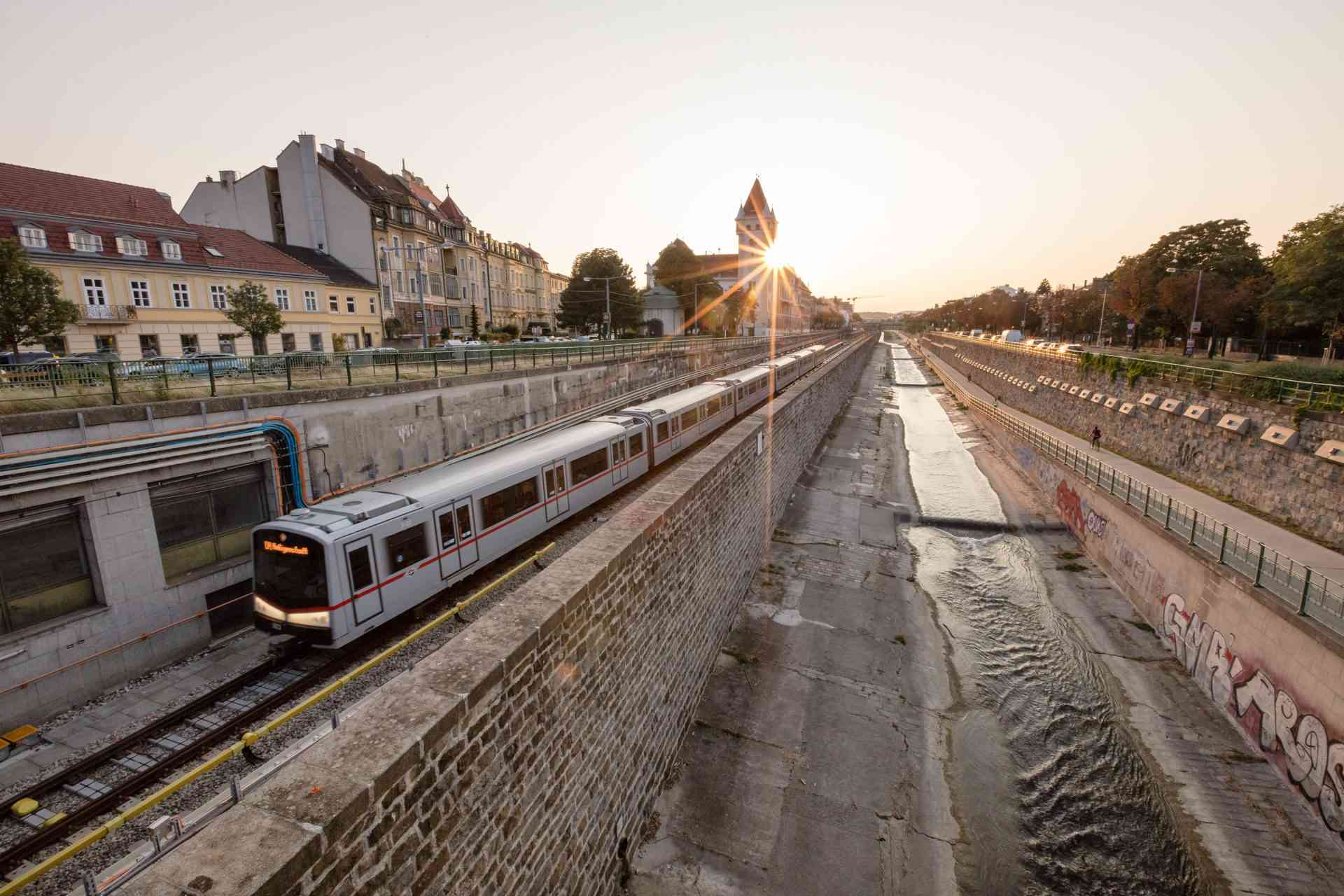 Von der U4-Station Hietzing aus ist der Schönbrunner Tiergarten am besten erreichbar.