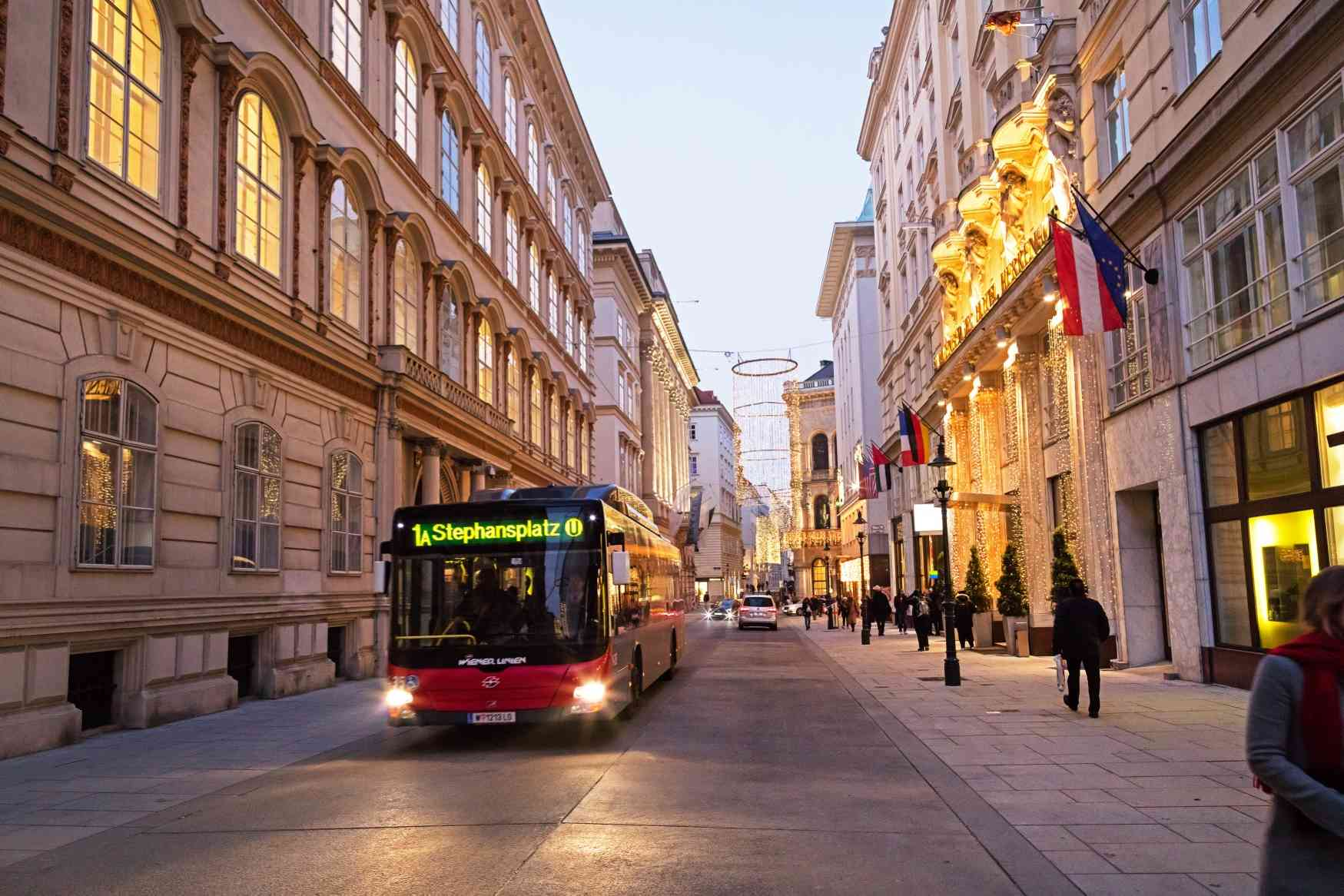 Bus der Linie 1A in der Herrengasse Richtung Stephansplatz.