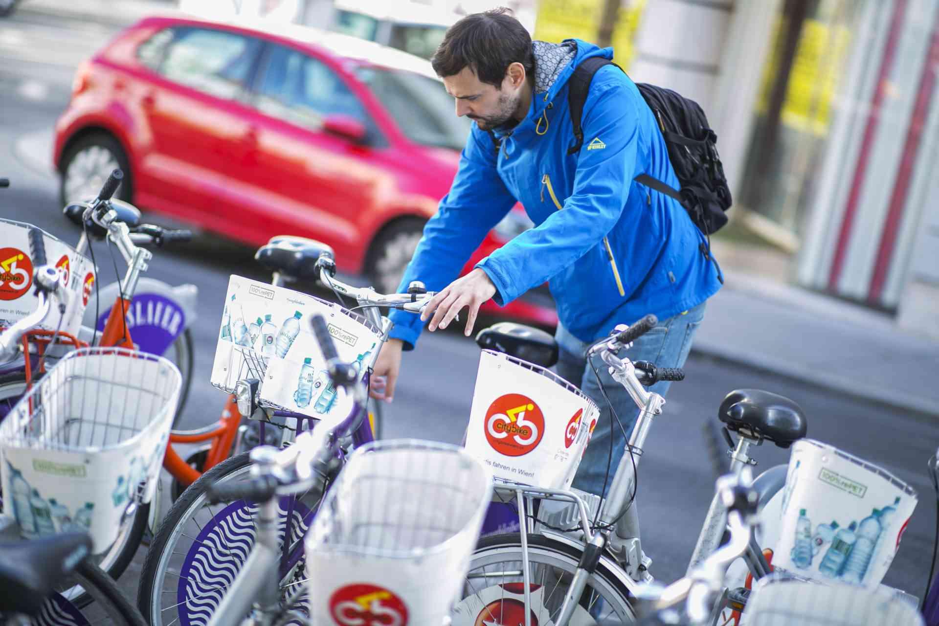 Bei den WienMobil-Stationen können Citybikes unkompliziert entlehnt werden.