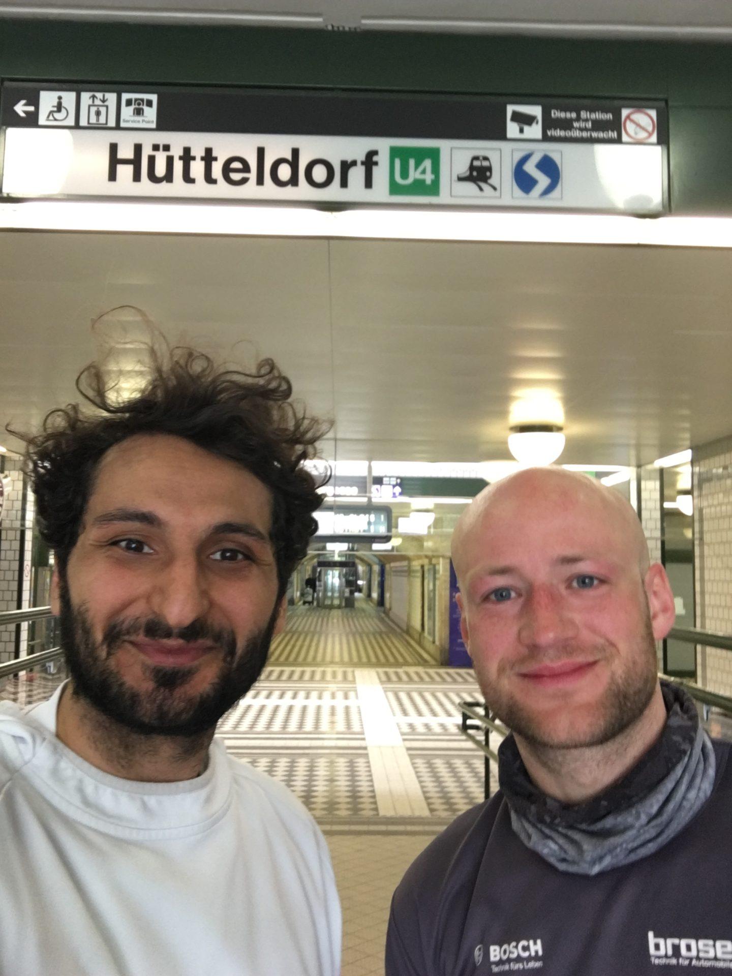 Vor der U4-Endstation Hütteldorf: Für Burak und Julian in diesem Fall nicht der End- sondern Startpunkt ihrer U4-Laufstrecke.