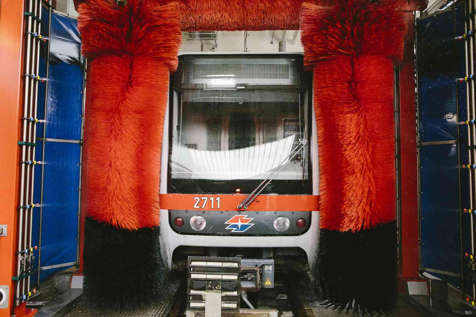 U6 Zug in der Waschstraße
