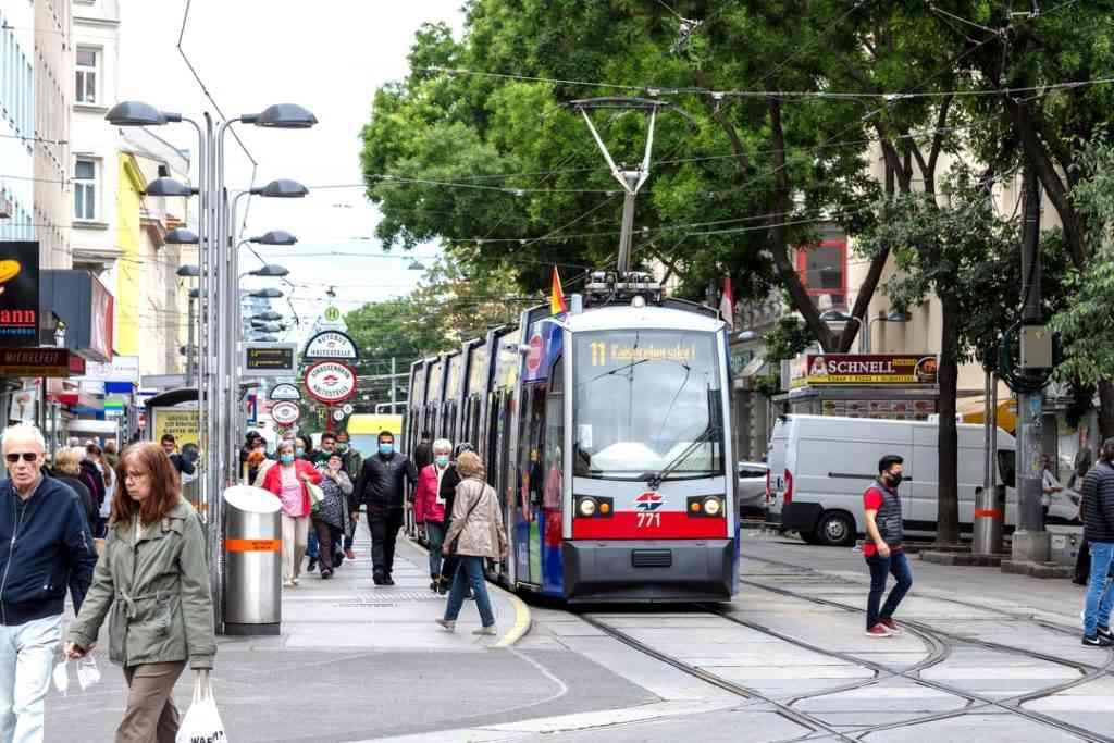 Linie 11 Quellenstraße/ Reumannplatz im 10. Bezirk.