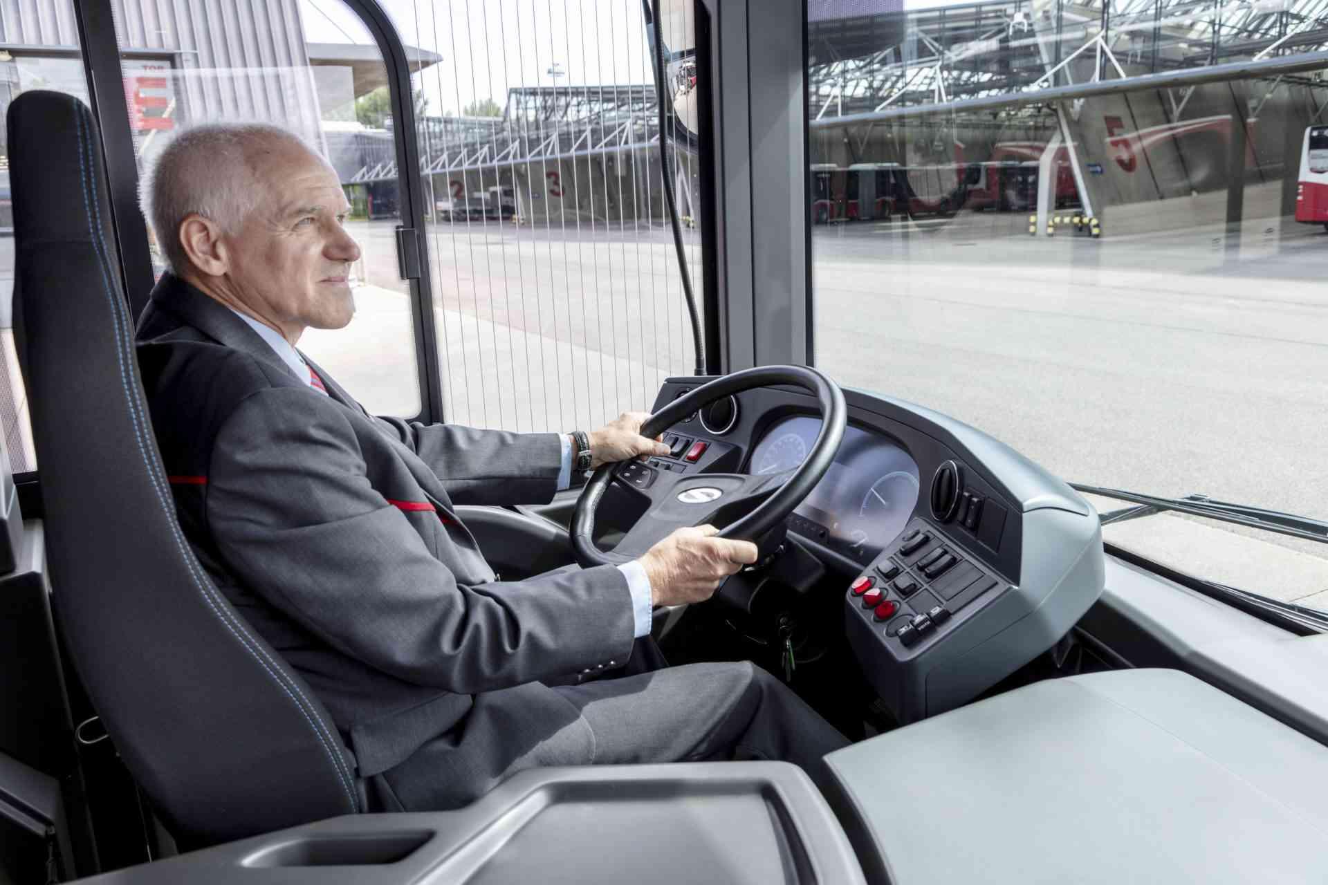 Wasserstoffbus Leopoldau präsentation Busfahrer