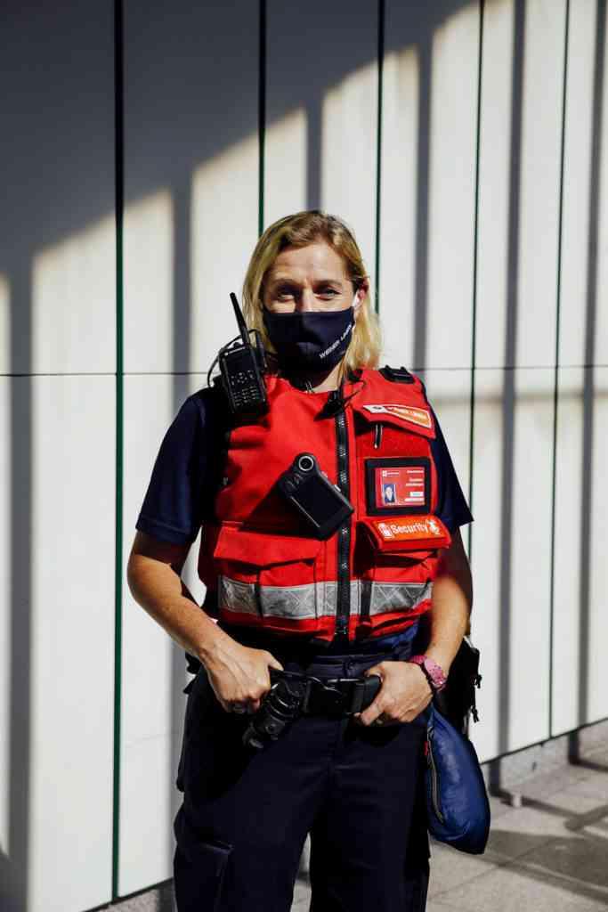 Mittlerweile dürfen die MitarbeiterInnen des Sicherheitsdienstes auf Geldstrafen verhängen - etwa bei der Nichteinhaltung der Maskenpflicht.